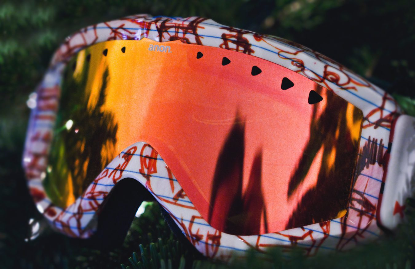 photo of a pair of ski gogggles