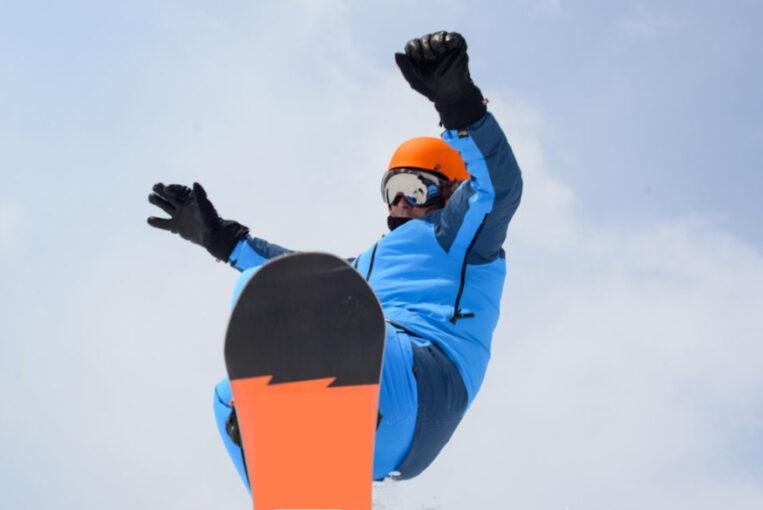 photo of a man snowboarding