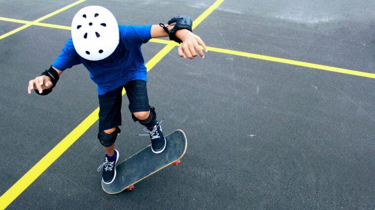 Kid wearing a helmet skateboarding